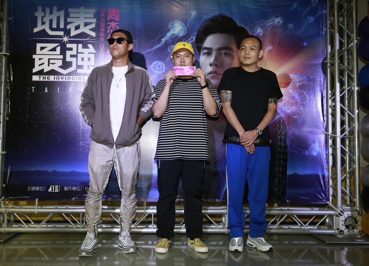 天團玖壹壹也在歌迷點歌橋段被周杰倫指定,一起合唱了〈心晴〉。