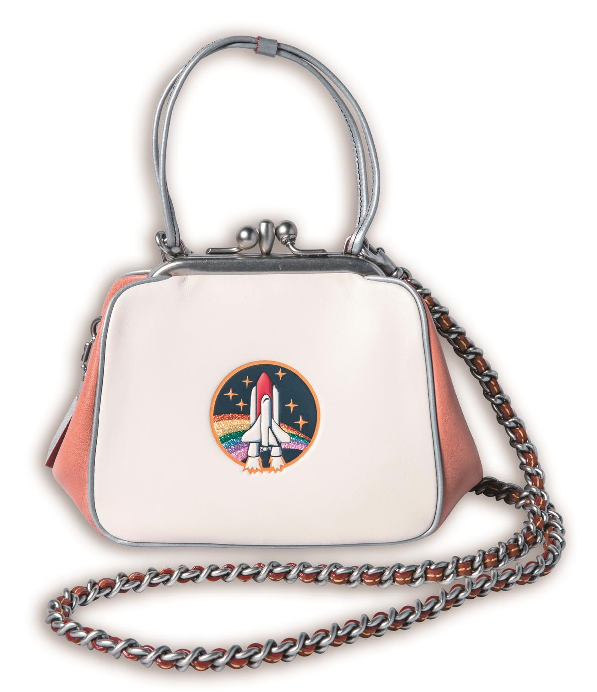 COACH鍊帶包是生日禮物。約NT$21,500