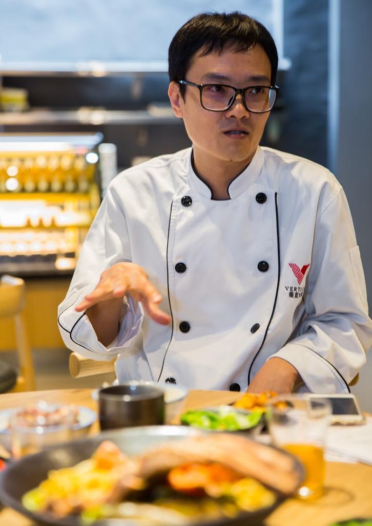 主廚侯宗汶的父親是中餐廚師,從小接觸中式料理,退伍後投入西餐,廚藝年資近20年。