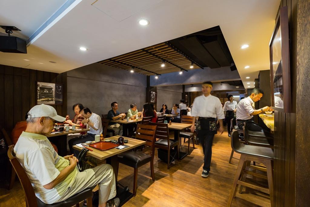 用餐人潮絡繹不絕,還有日本客人遠從天母來。