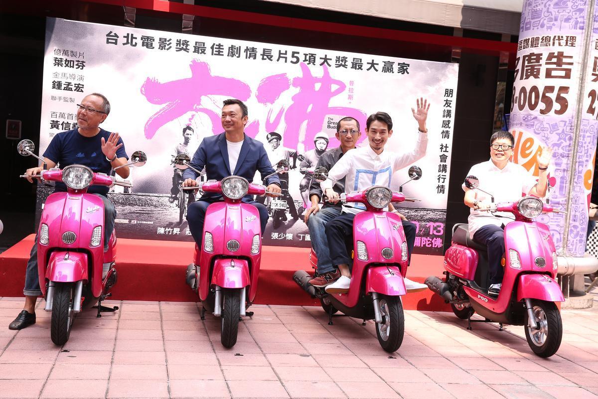 由鍾孟宏攝影、葉如芬監製的《大佛普拉斯》,黃信堯雖然是新導演,背後卻有強大支持。