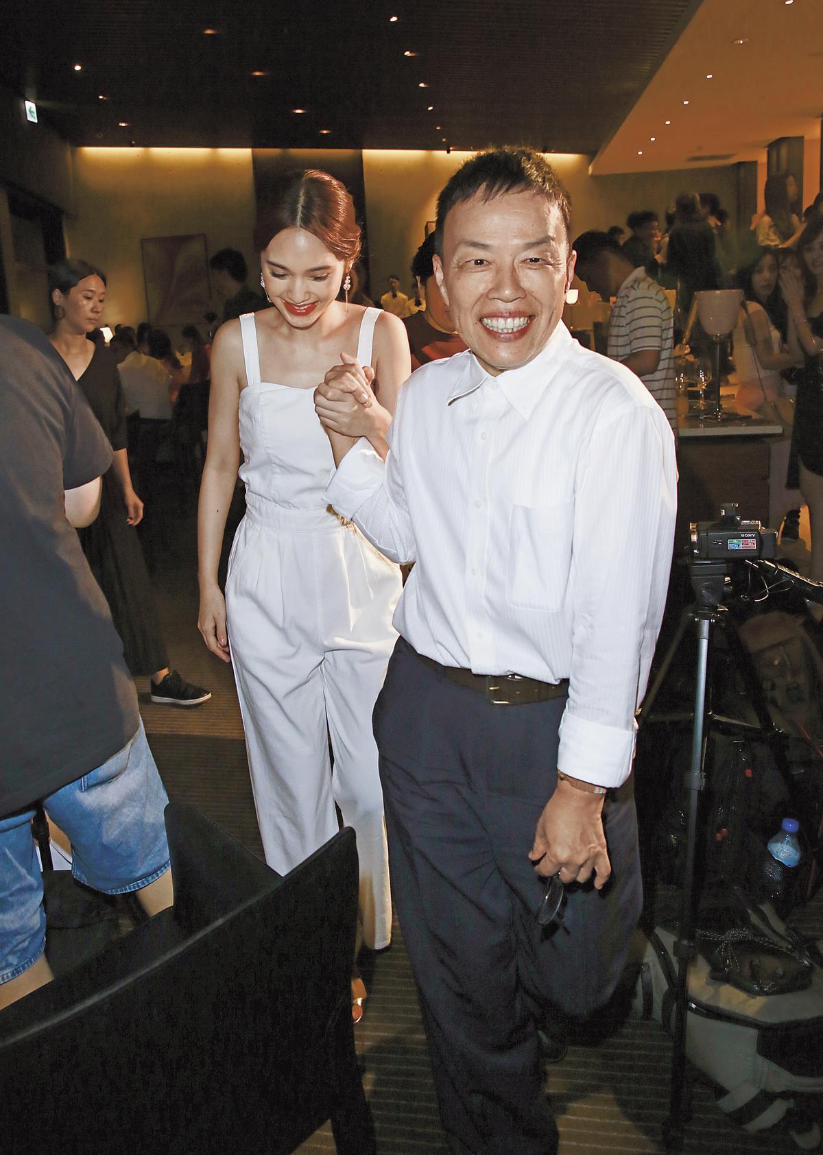 王小棣(右)與楊丞琳(左)在《荼靡》首度合作,他誇楊丞琳演技精湛,少有NG。