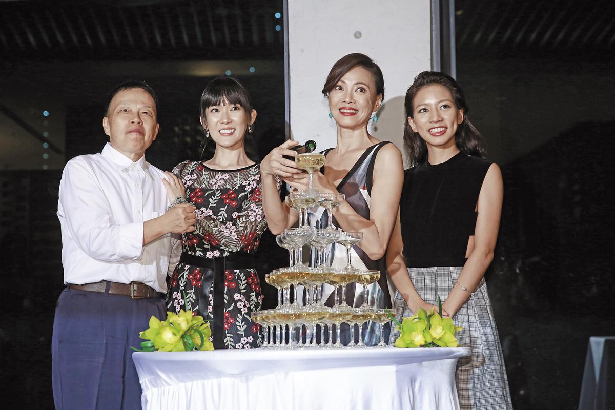王小棣在植劇場慶功派對,與最佳女主角柯淑勤、最佳女配角孫可芳、最佳新人陳妤合影。