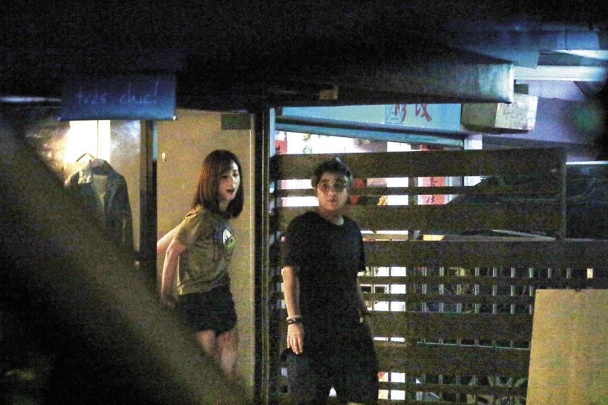 9月27日 19:18 下工之後,周曉涵跟舊曖昧對象李運慶(右)相約一間高級餐廳吃飯。