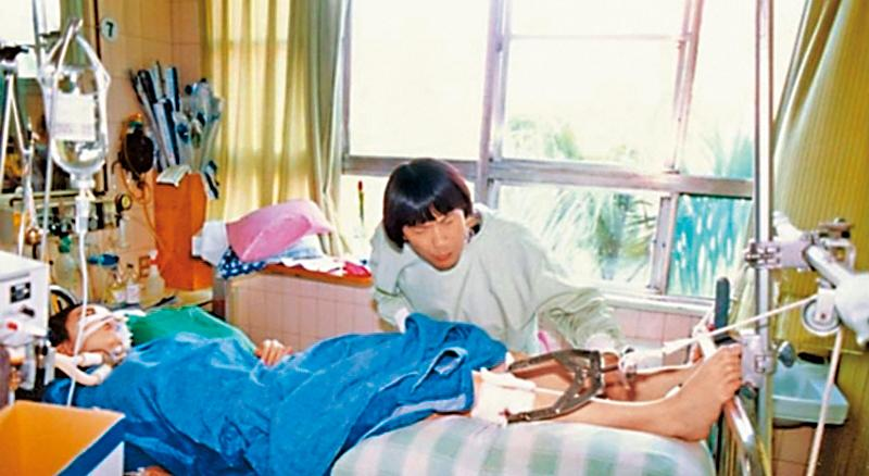 謝金燕跟謝青燕當年出車禍時,謝金燕由媽媽照顧,豬哥亮負責謝青燕。豬哥亮生前一度懷疑這是造成謝金燕恨他的主因。