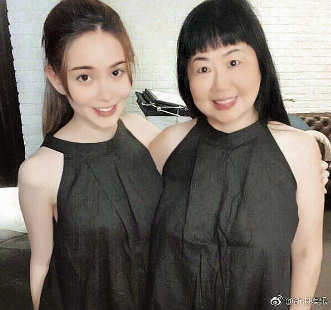 昆凌和昆媽都是很懂得進退的女人,昆媽極力阻止葉惠美把「銀根」交出。(新浪娛樂提供)