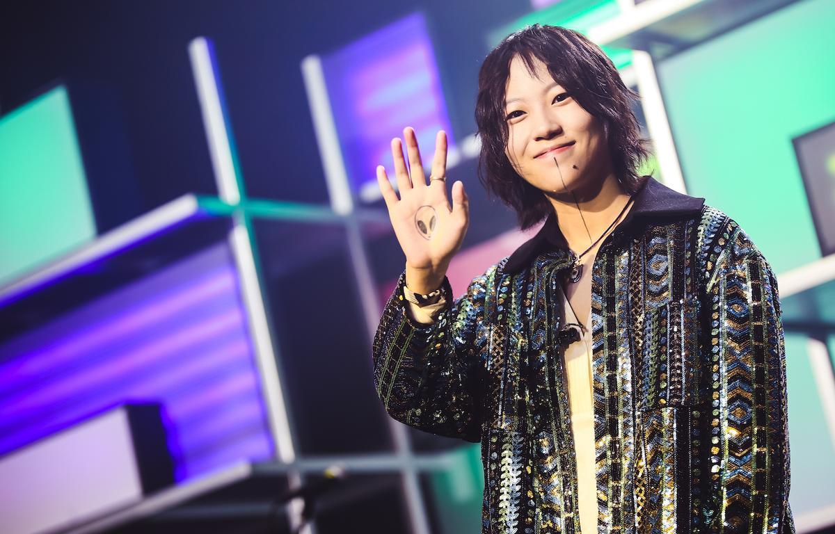 日前竇靖童在北京舉辦《Kids Only》音樂分享會,開場秀出民族鼓。(Katie Chan Productions Co Ltd 提供)