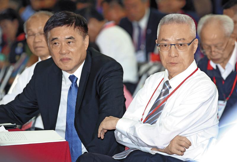 國民黨主席吳敦義(右)被大陸刻意冷落,卻看到副主席郝龍斌(左)頻赴大陸訪問,非常光火,這也引爆2人關係緊張。