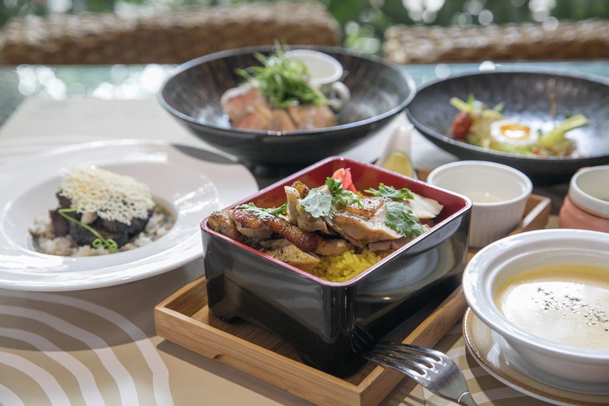 半自助的餐點,有多種主菜可以選擇。