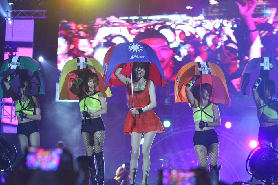 謝金燕2度在台北小巨蛋舉辦演唱會,呈現超嗨電音及舞台創意,跟台語歌手演出大不相同。(讀者提供)