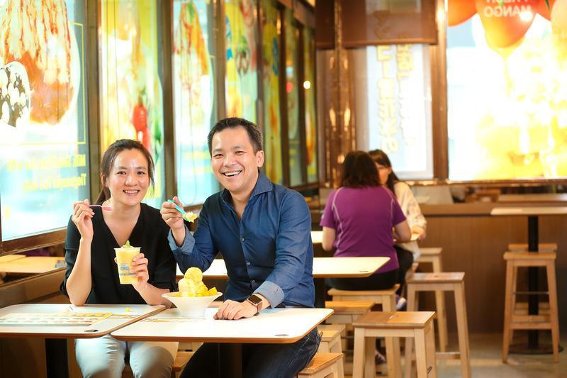 蔡怡婷(左)與賴威光(右)攜手創立思慕昔品牌。