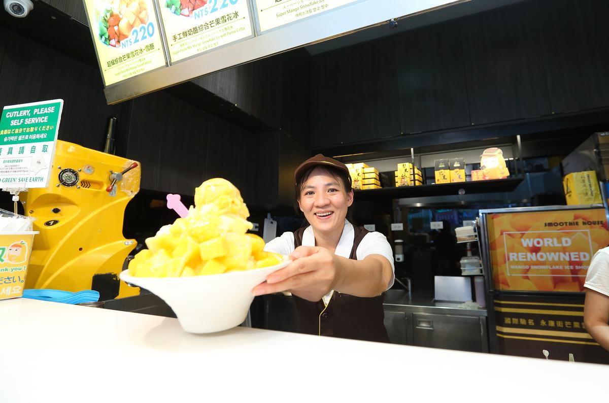 超級雪酪芒果雪花冰吸引大批海外遊客前來朝聖。(210元/碗)