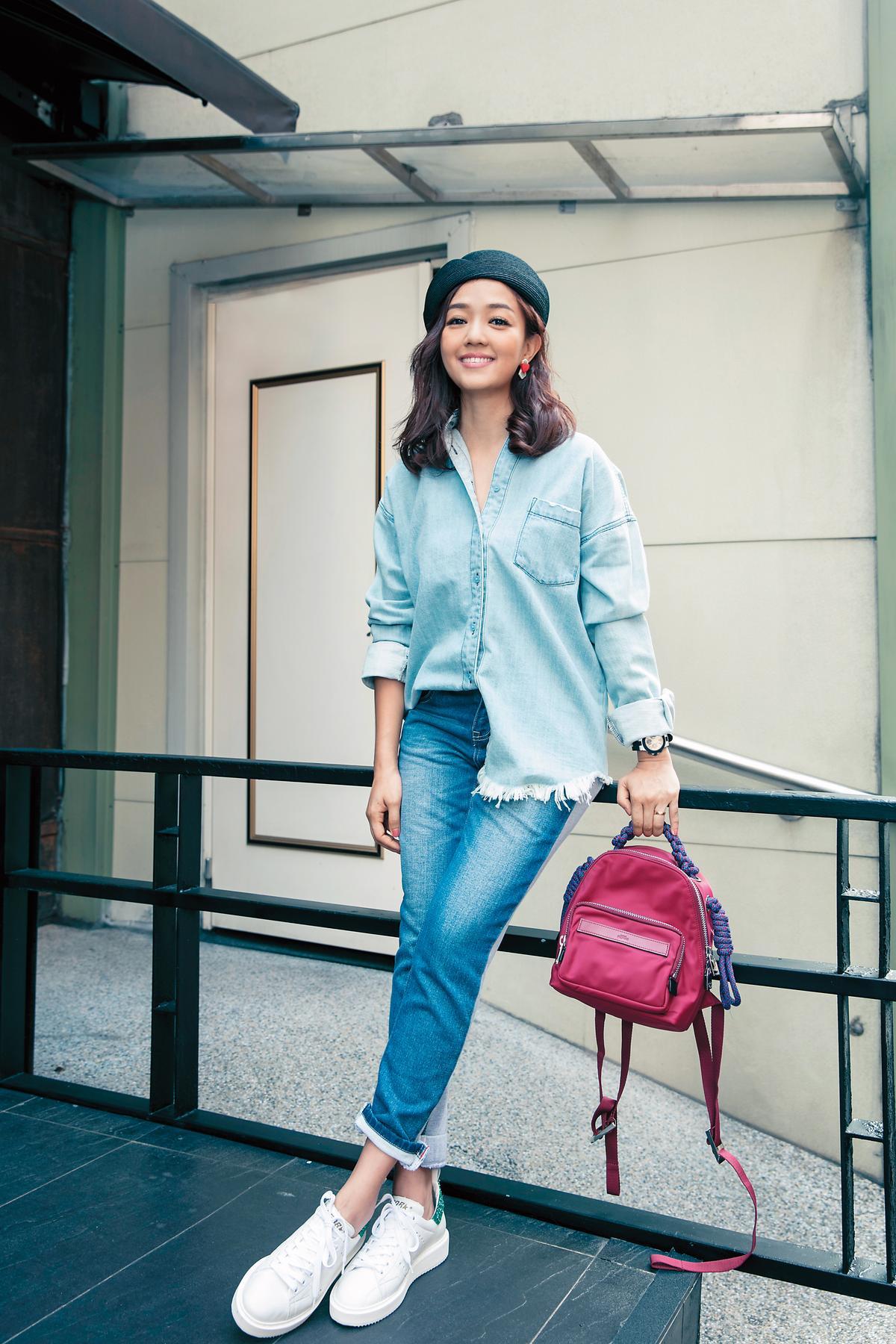 MOUSSY丹寧襯衫。約NT$3,500/日本買的RODEO CROWNS 丹寧褲。約NT$3,000/PROMAX後背包。NT$4,350/Golden Goose球鞋。約NT$18,000