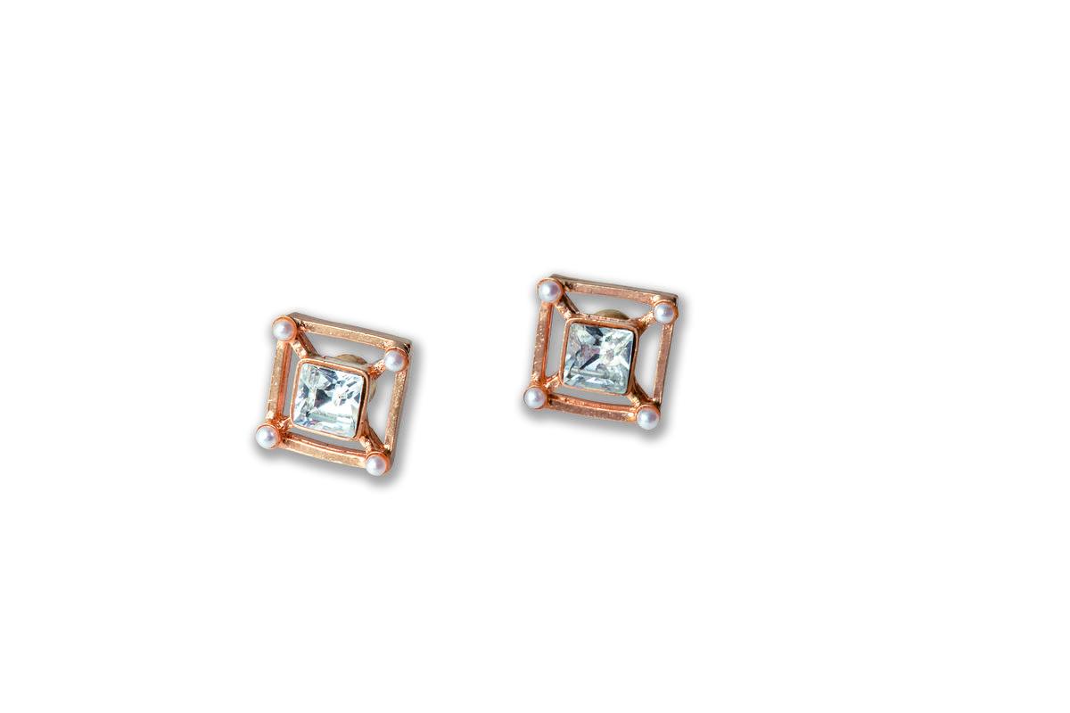 日本買的造型耳環。約NT$3,000