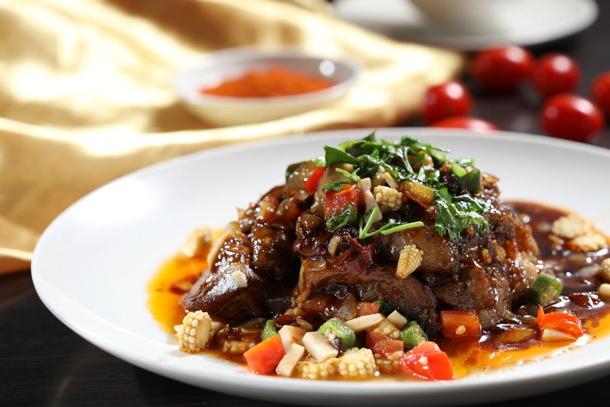 「西疆紅子牛肉」膠質豐富,吃完還會黏嘴唇。(380元/份)