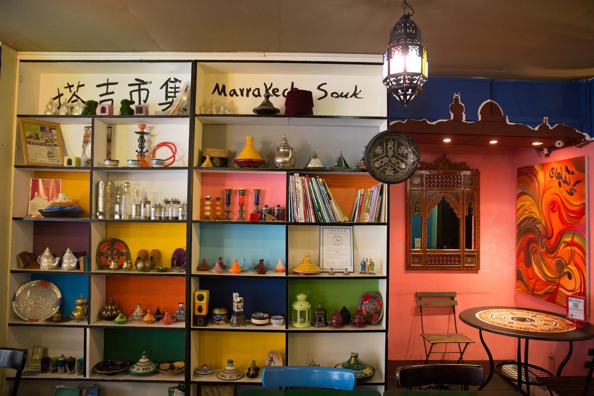 店內也有販售塔吉鍋具,隨處可見伊斯蘭風格的精緻藝品。