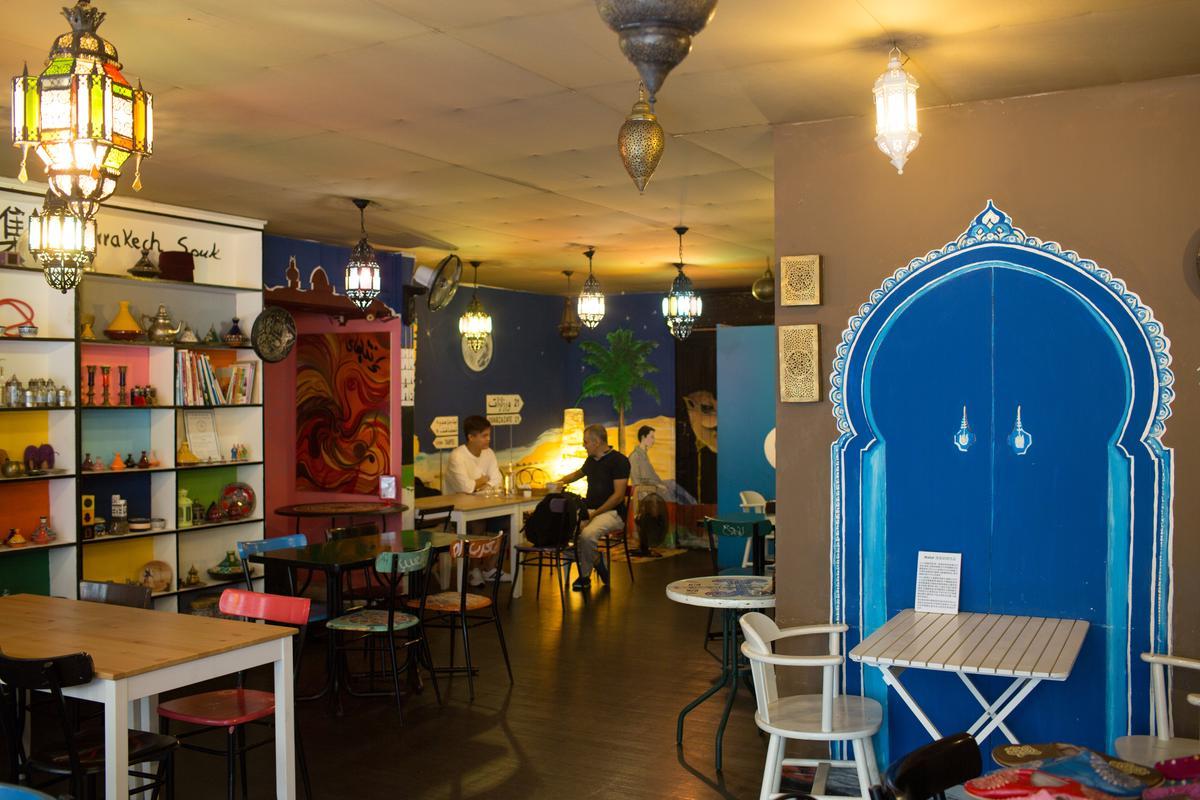 店內壁畫全由老陳的法國藝術家朋友設計,異國感十足。