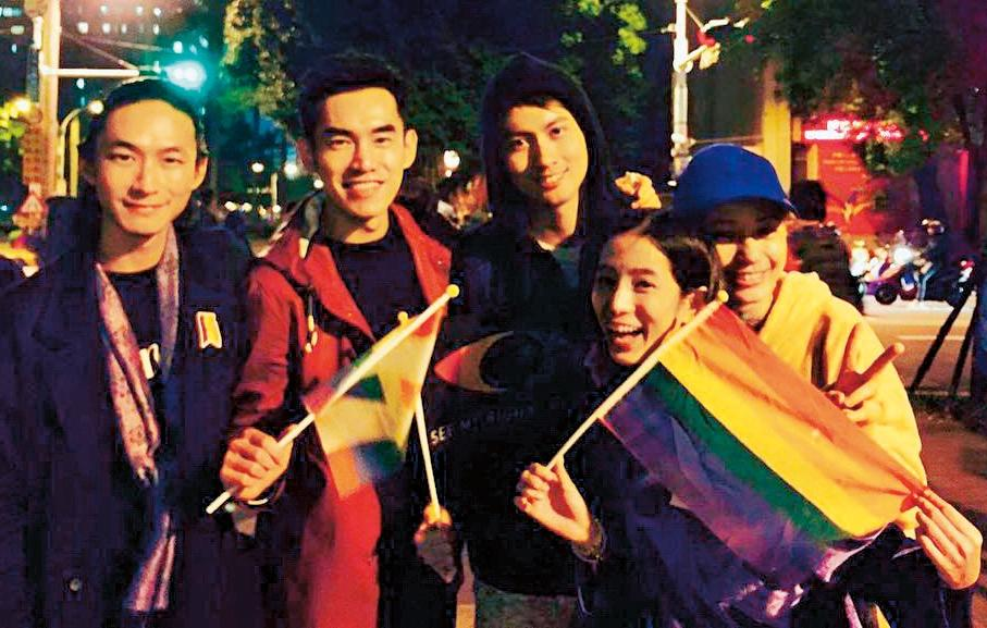 黃河與溫貞菱交往3年感情穩定,私下常與藝人好友出遊,也支持婚姻平權。