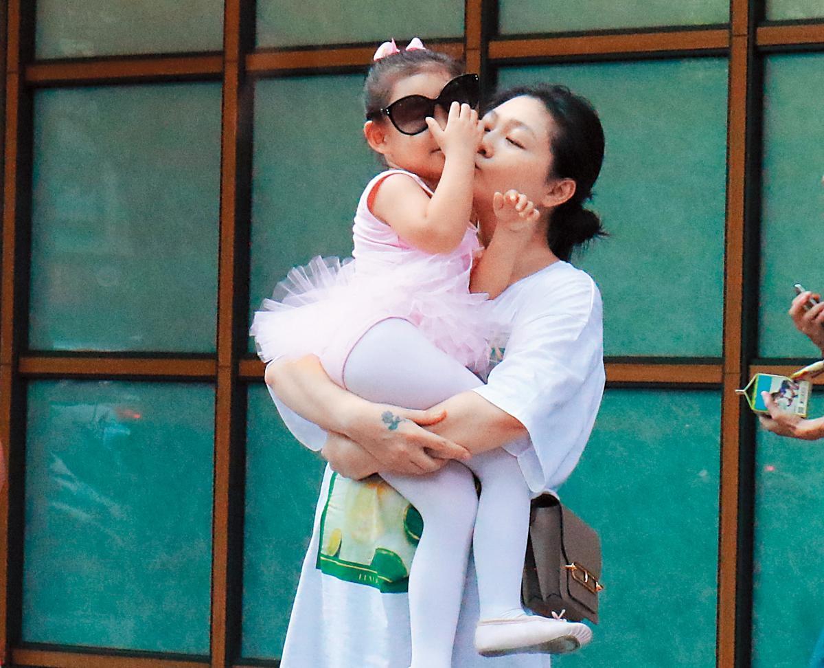 大S在一對兒女面前都展現為母則強,汪小菲雖然人不在,但也積極在想法子救S HOTEL。