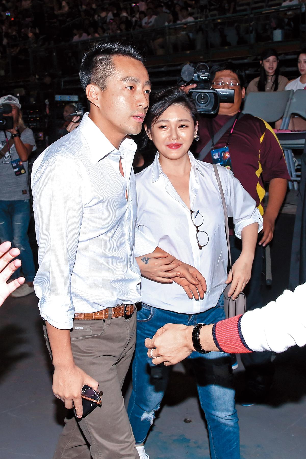 日前大S跟汪小菲相偕看周杰倫演唱會,當年兩人見4次面就結婚,被小S爆料,一路以來大S夫妻常吵到要離婚。