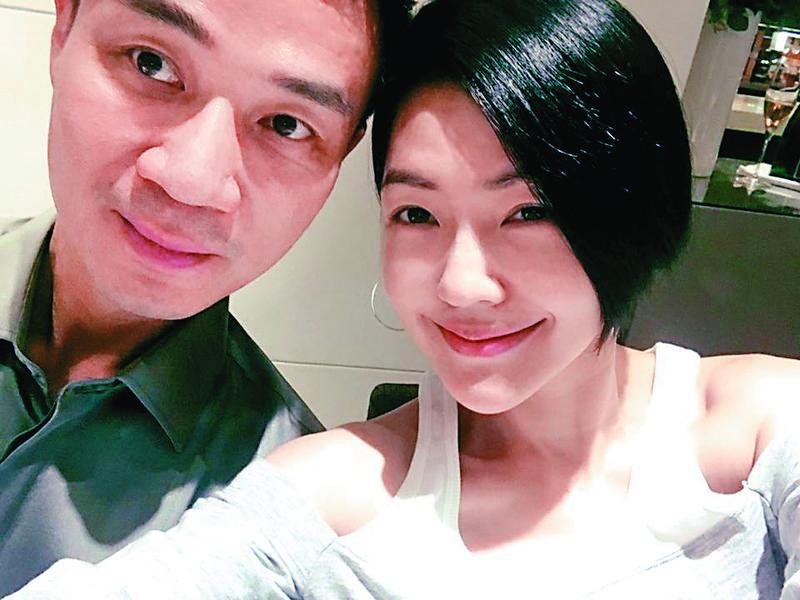 小S與許雅鈞結婚12年,育有3女,丈夫從事金融業,小S常在臉書曬女兒曬老公,感覺家庭生活很美滿。