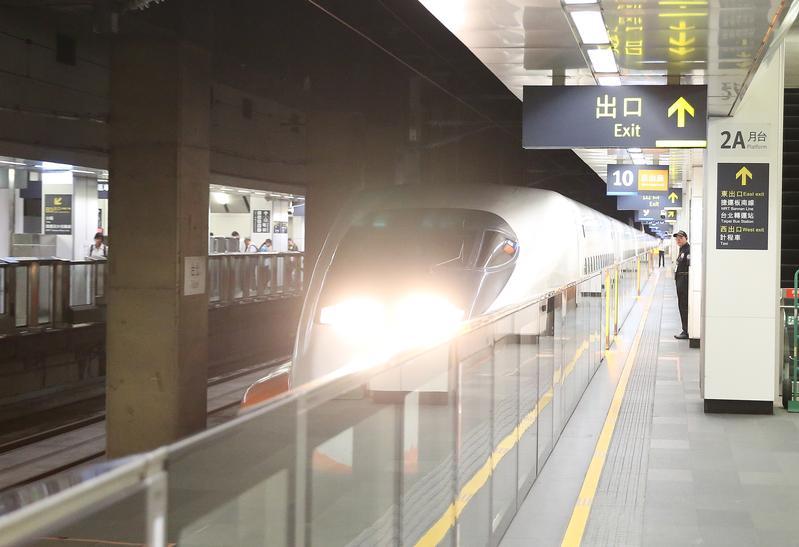 台灣高鐵內部驚傳狼主管不斷對女員工和護理師伸出狼爪,事發後更打算輕放,直到紙包不住火,才記2大過懲處。
