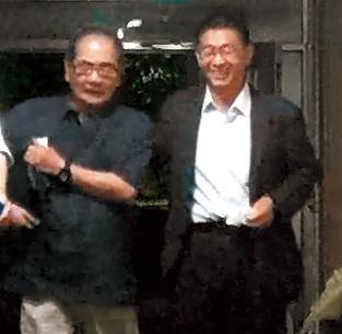 10月7日,02:21:31,民進黨立委許智傑(右)現身OLA酒吧,還搭吳乃仁(中)便車回大安會館。