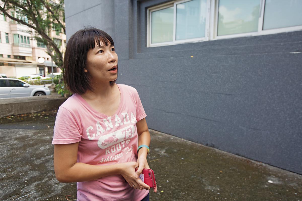 41歲陳小姐表示,若有人刻意縱火,恐對附近居民安全造成威脅,希望市府能儘速改善,也希望使用類似材質的建築物能盡量公開透明,讓市民都知道。