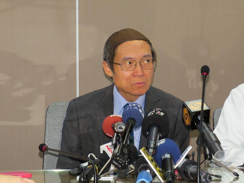 馬偕醫院董事長劉伯恩6日開記者會澄清,卻是他暗中自導自演這齣戲。