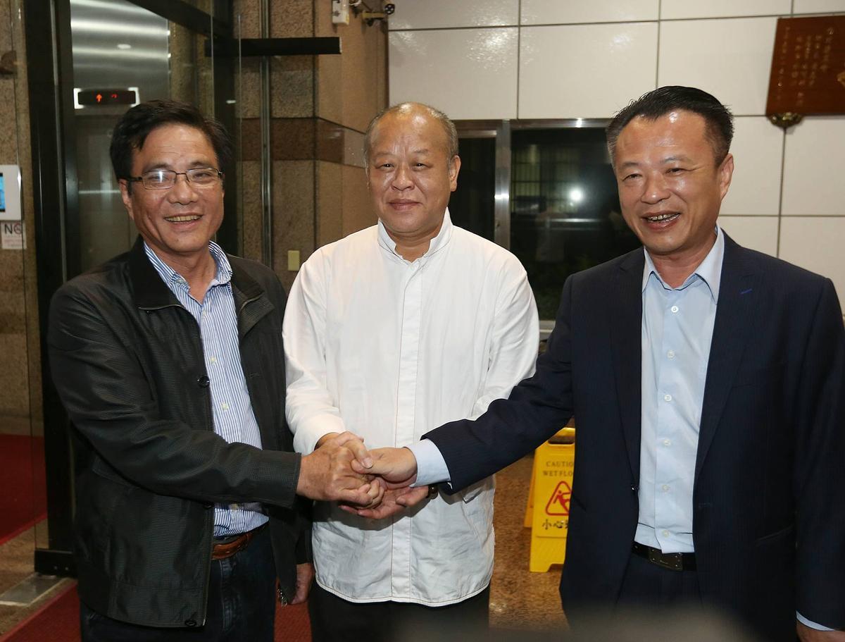 有意爭取民進黨嘉義縣長提名的太保市長黃榮利(左)、嘉義縣議長張明達(中)、農委會副主委翁章梁(右)。