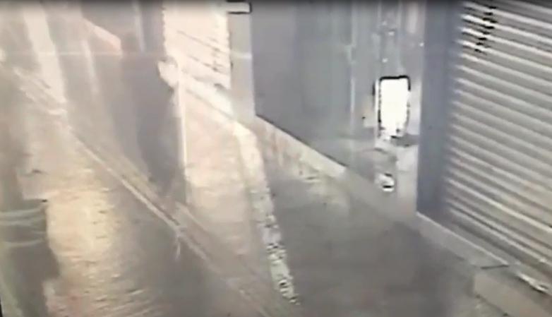 習男被黃男刺傷頸部後逃出社區外求救。(警方提供)