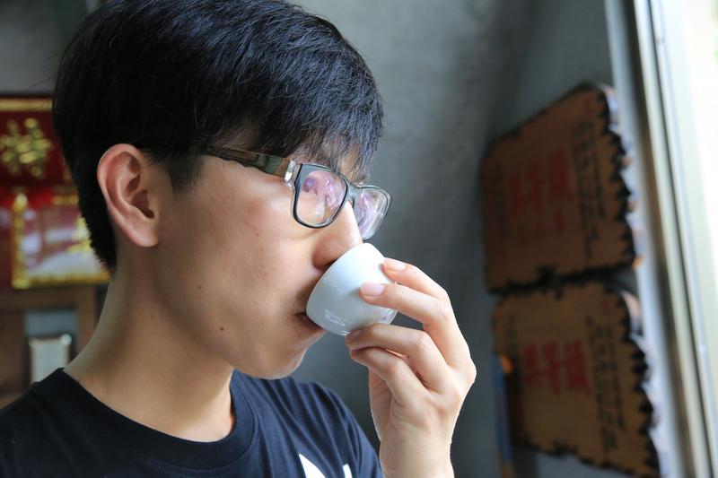 白順楊有著敏銳味覺,總能為家中好茶拼配出最佳滋味。