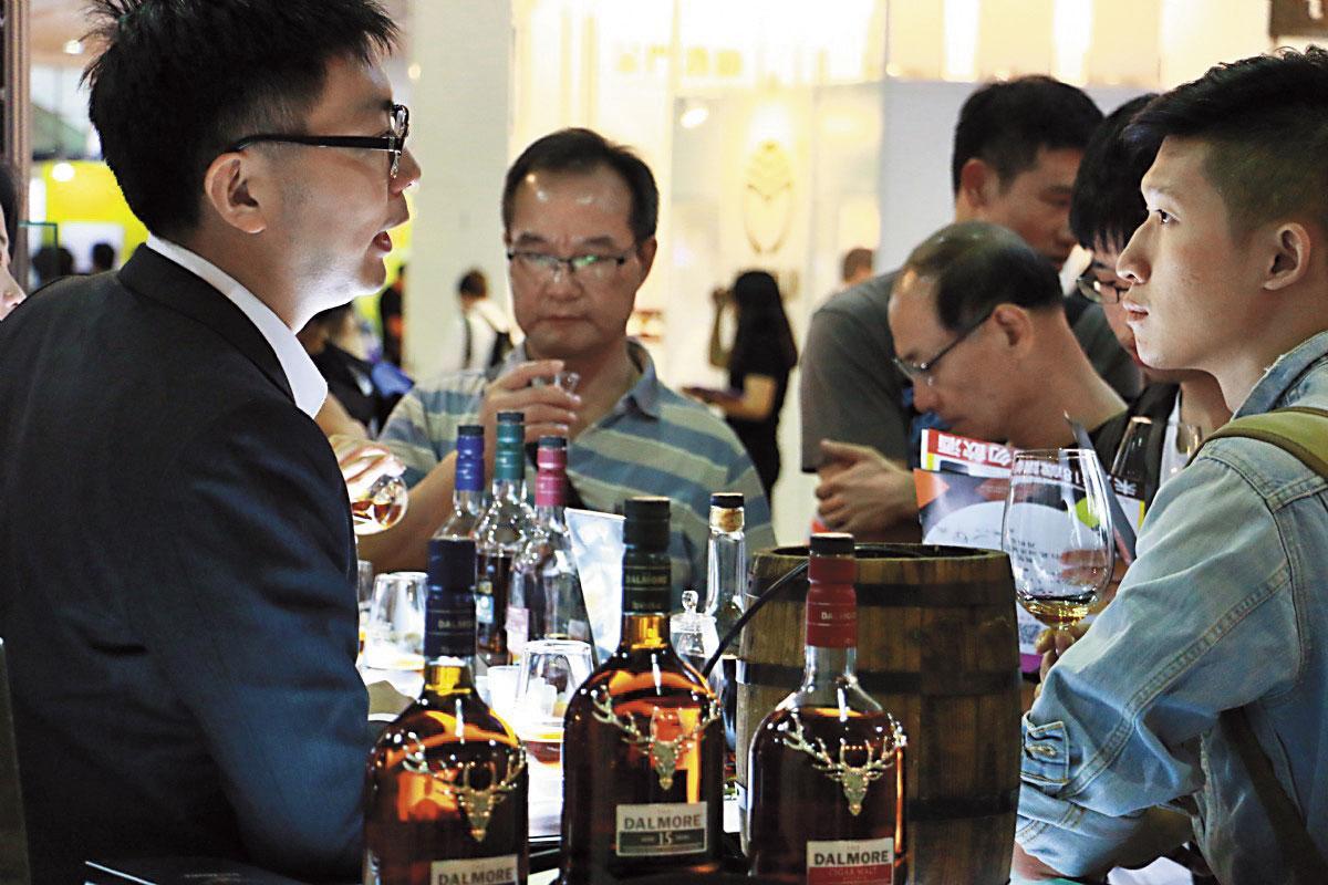 酒展最迷人的地方,就是可以親自體驗不同風味的酒品,並交換心得。