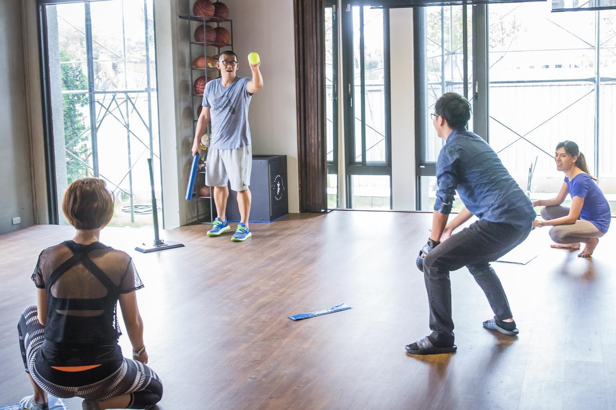Mini Baseball的規則與棒球雷同,在室內隨手可玩、不受場地限制。