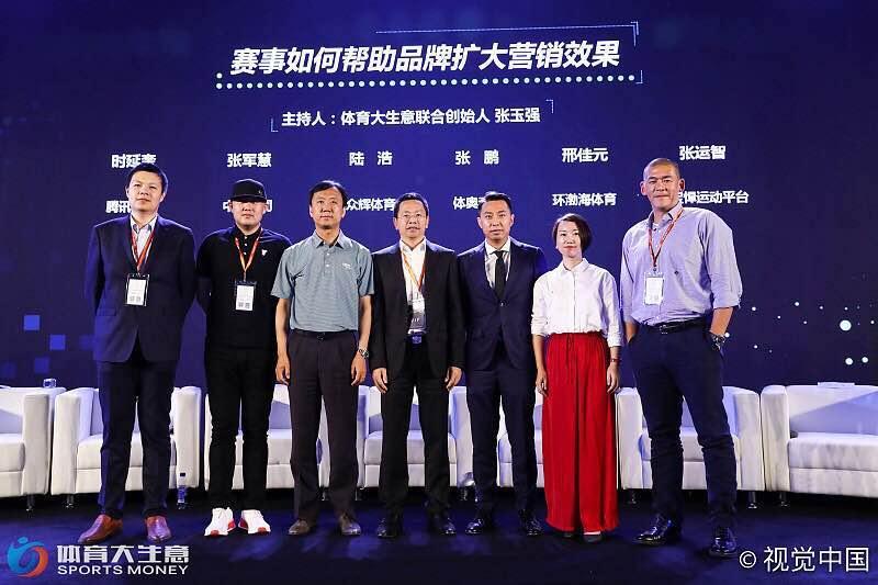 今年8月,張運智(右1)在北京出席體育論壇,宣示要在中國推廣Mini Baseball。(張運智提供)