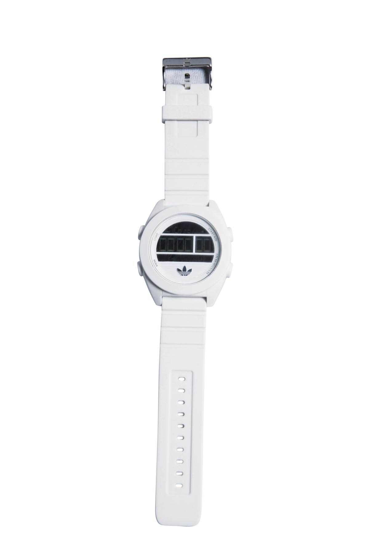 Adidas運動手錶。約NT$2,200