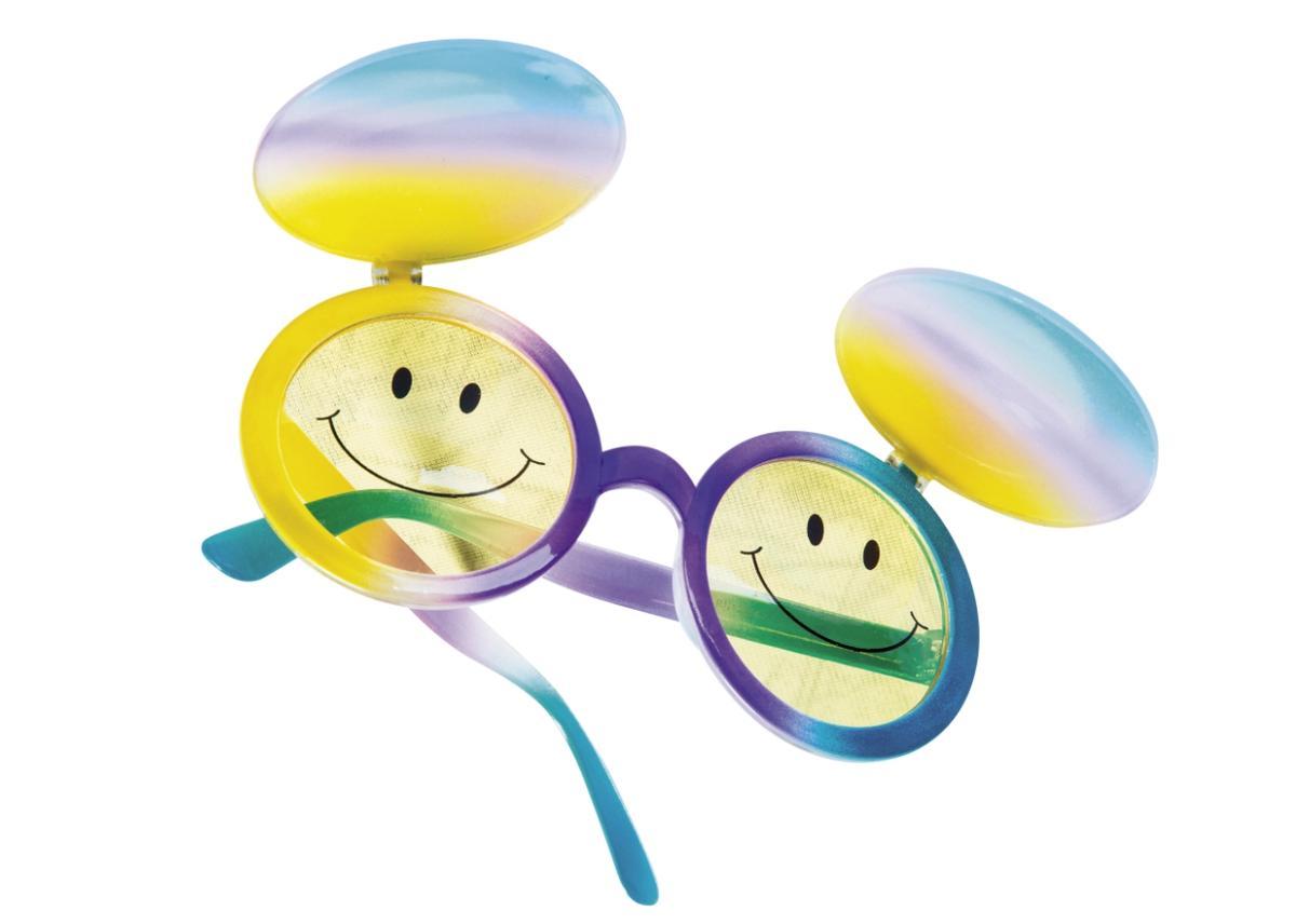 泰國買的黃色微笑眼鏡。約NT$300
