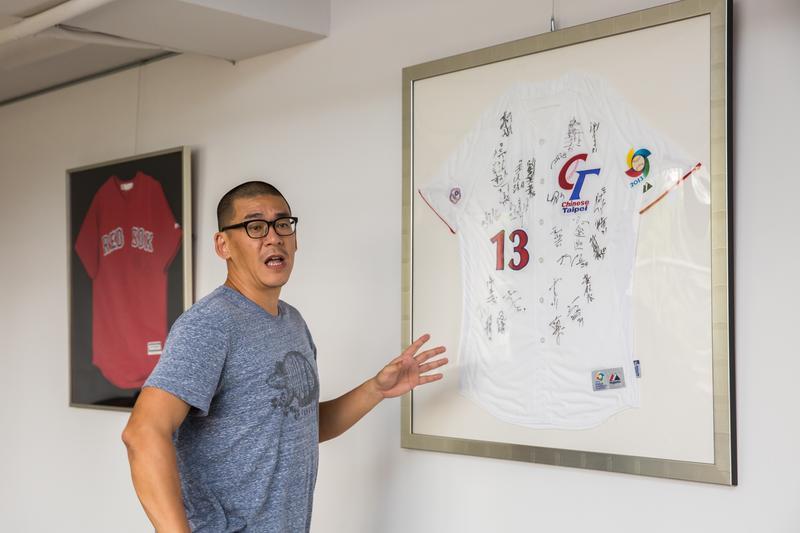 在竹科站穩馬步,張運智將目光放到大型運動賽事,2013年第三屆世界棒球經典賽的中華隊球衣,是他的最愛。