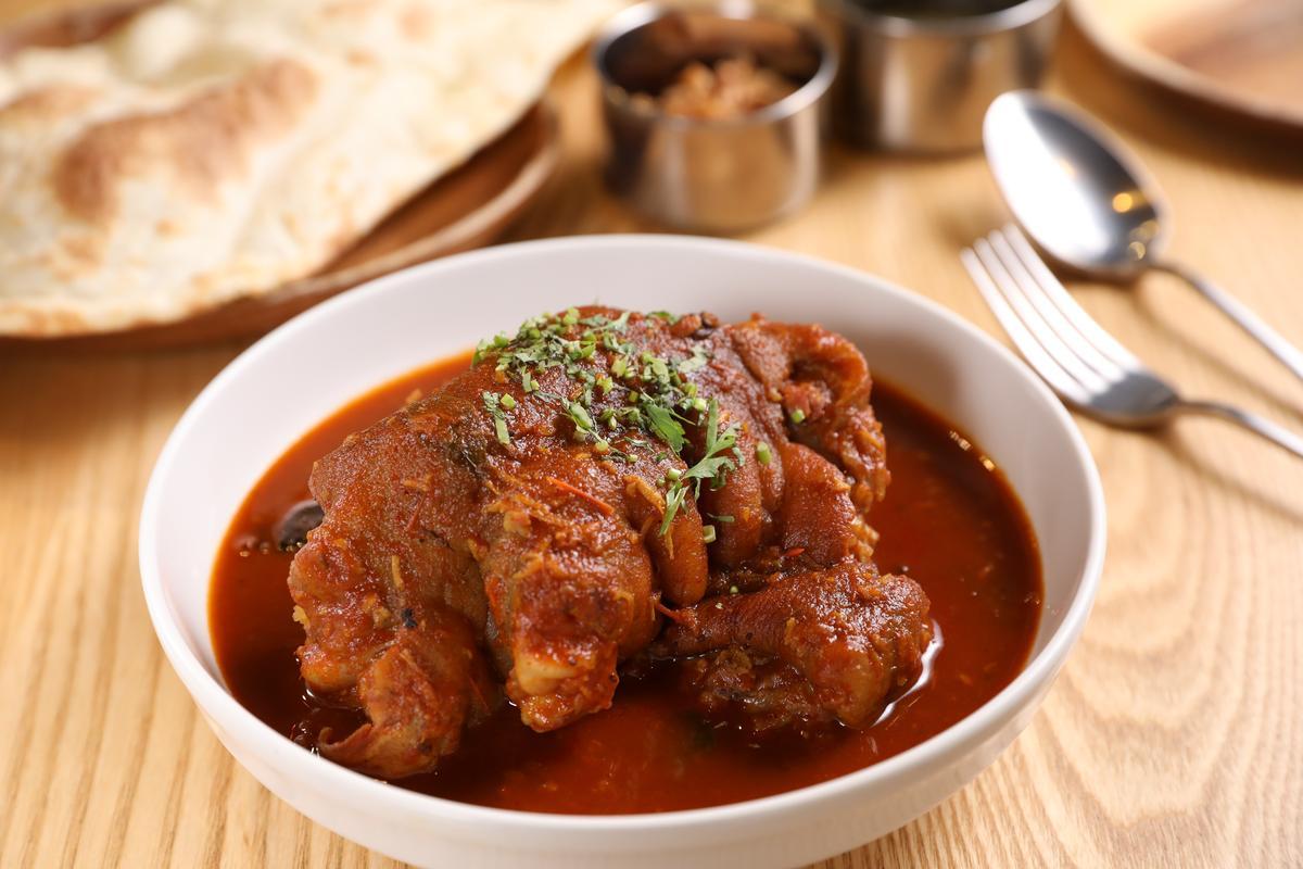 「黑豚咖哩」肉質香嫩、辛辣有味,還帶點羅望子和芒果的酸甜。(480元/份)