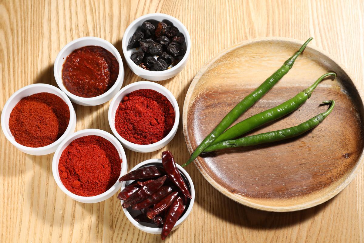 辣味料理最主要用到Kashmiri Chili、Guntur Chili、Paprika 3種辣椒粉,分別取其香氣、辣味和顏色。