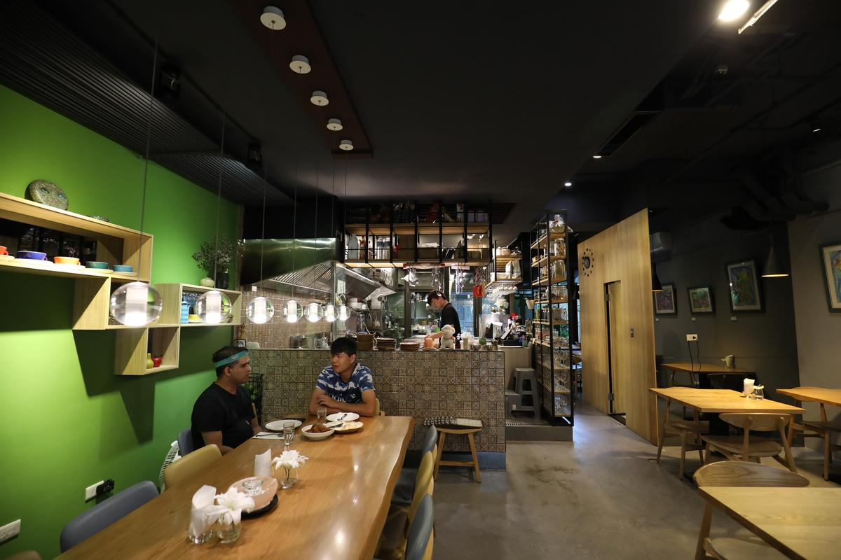 Joseph把餐廳營造出在家吃飯的溫馨舒適感。
