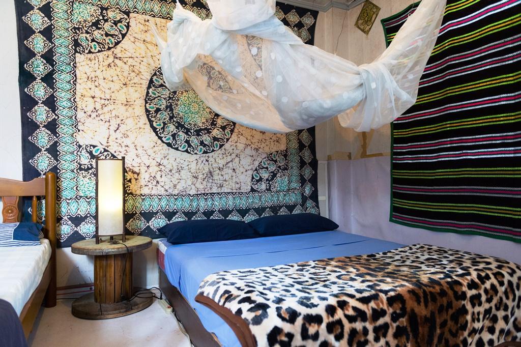 Clyde的房間,用泰國買來的毛毯布置。