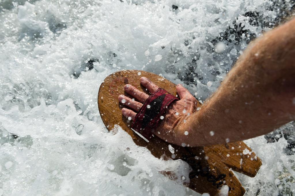 手作的衝浪手板。