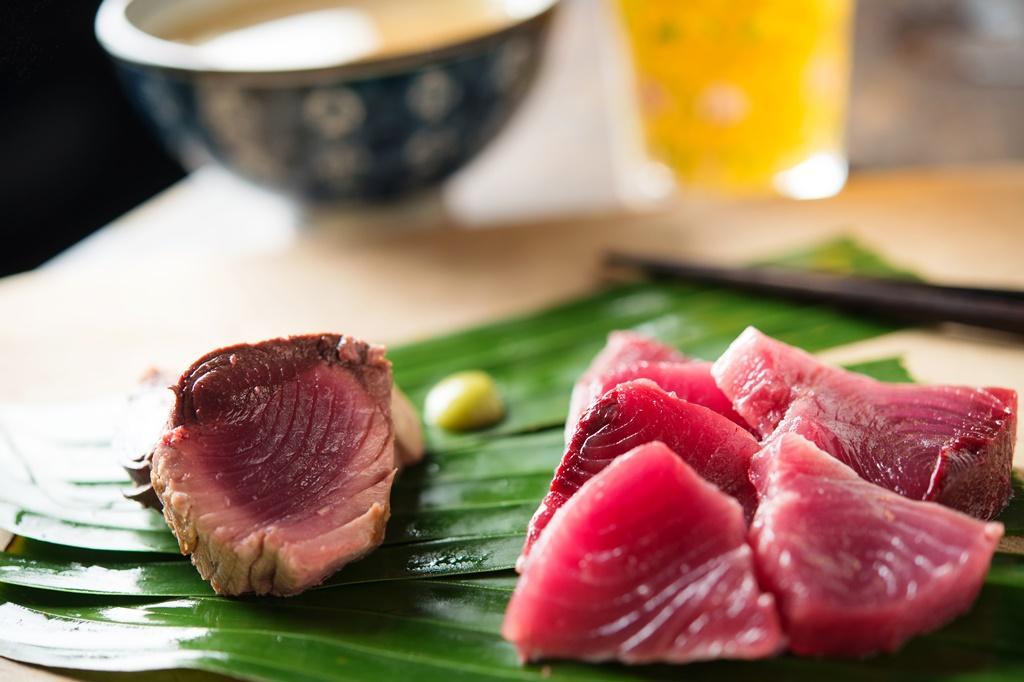 自己殺魚,做成生魚片、煎魚排品嚐。