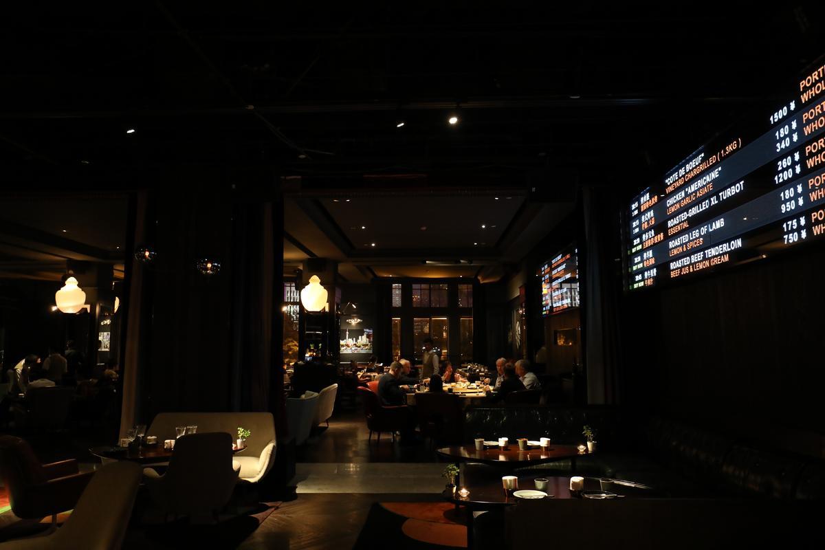 大螢幕是餐廳最顯眼的裝飾,也是食客時時注目的焦點。