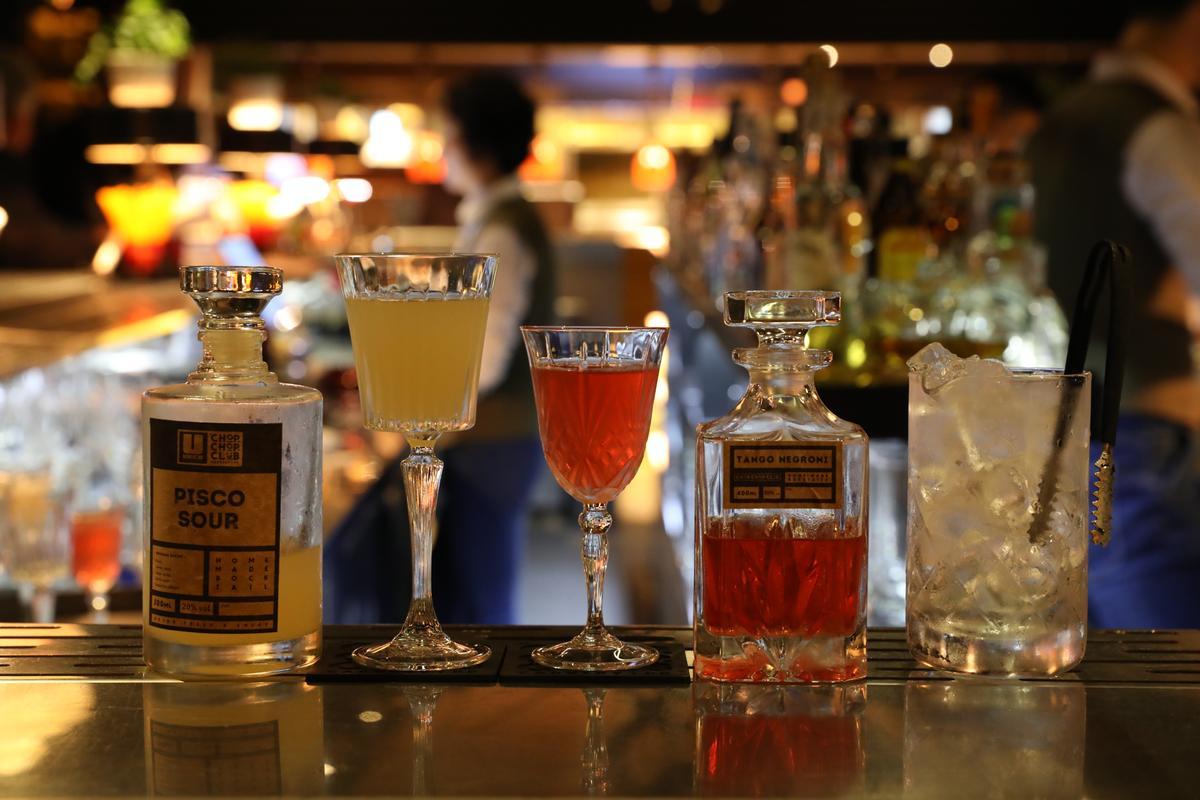 瓶裝雞尾酒是這裡的一大特色,晚餐前還有買一送一活動。