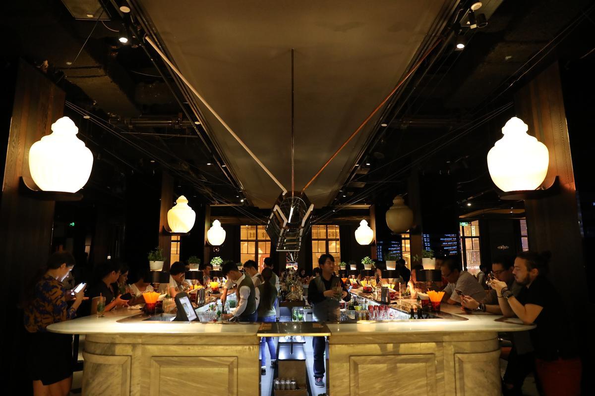 UNÏCO是上海知名酒吧,晚上非常熱鬧。