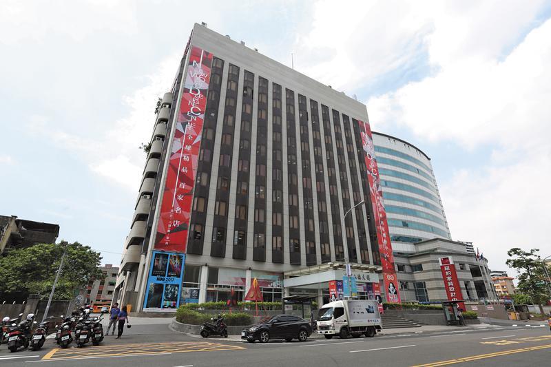北市八德路華夏大樓堪稱金雞母,攸關中影是否賤賣關鍵。
