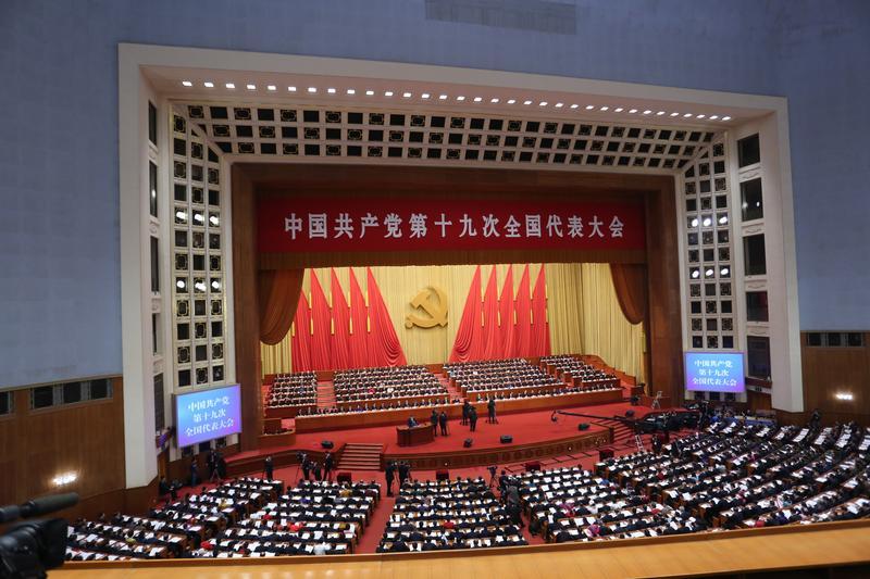 中共第19次全國黨代表大會今早開幕,習近平提及,承認「九二共識」歷史事實,認同兩岸同屬一個中國,雙方就能開展對話。(東方IC)