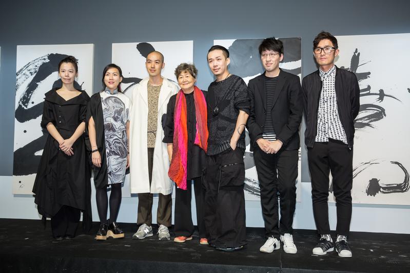 董陽孜跨界與6位服裝設計師合作,推出時尚藝術跨界展。
